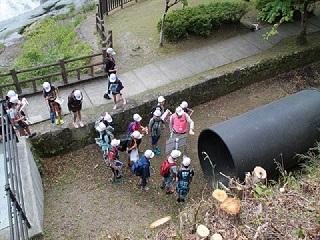写真:地中埋設管の実物展示見学の様子1